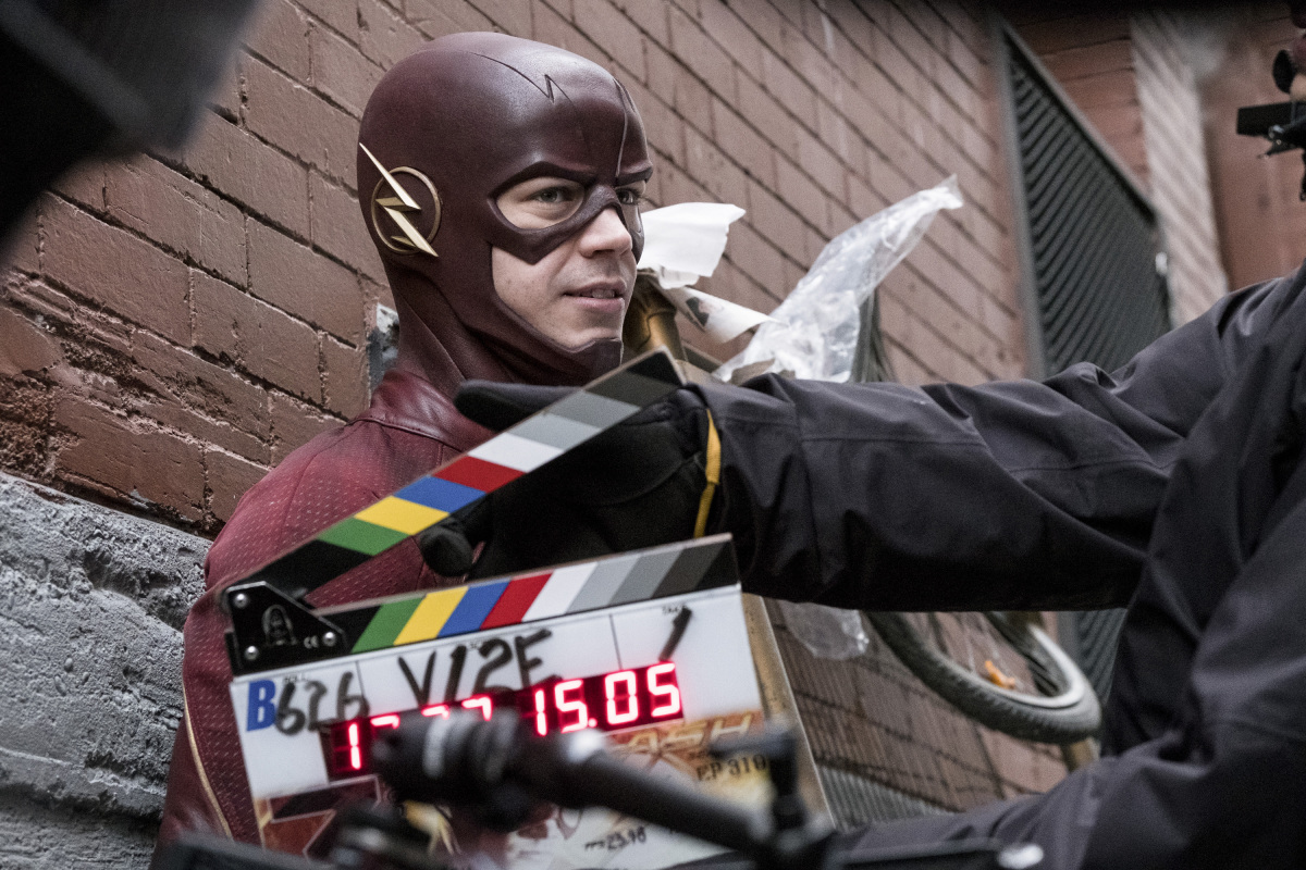 """The Flash -- """"The Once and Future Flash"""" -- FLA319a_BTS_0262b.jpg -- Pictured: Behind the scenes with Grant Gustin -- Photo: Katie Yu/The CW -- © 2017 The CW Network, LLC. All rights reserved."""