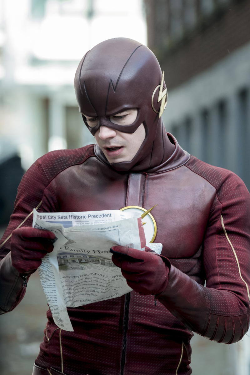 """The Flash -- """"The Once and Future Flash"""" -- FLA319a_0020b.jpg -- Pictured: Grant Gustin as The Flash -- Photo: Katie Yu/The CW -- © 2017 The CW Network, LLC. All rights reserved."""