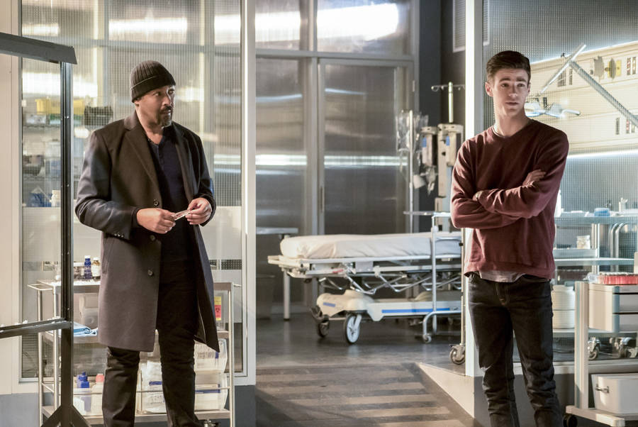 """The Flash -- """"Finish Line"""" -- FLA323b_0155b.jpg -- Pictured (L-R): Jesse L. Martin as Detective Joe West and Grant Gustin as Barry Allen -- Photo: Katie Yu /The CW -- © 2017 The CW Network, LLC. All rights reserved."""