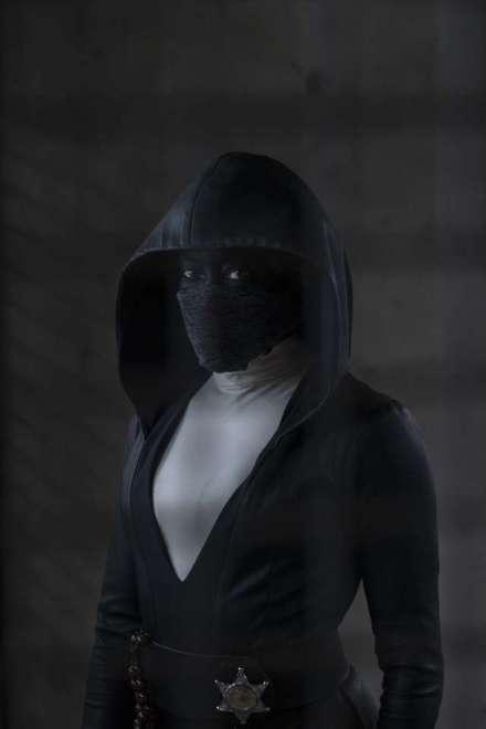 Watchmen-Trailer-Regina-King-Masked-Police