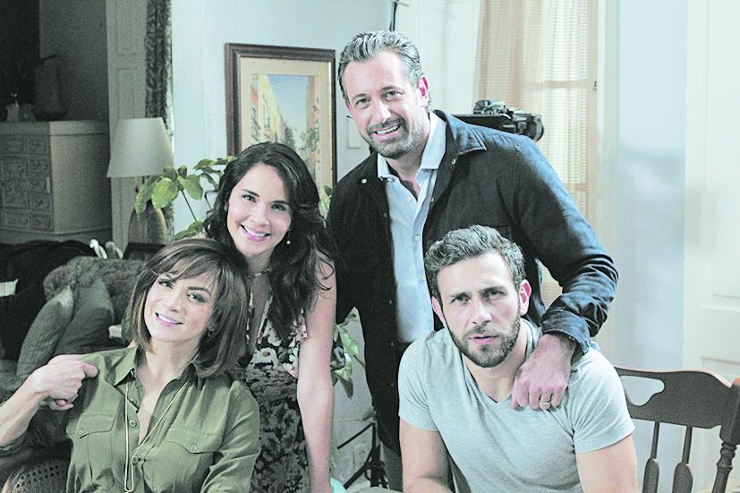 Lupita Reyes  sc 1 st  Diario Basta! & Caer en tentación emula a la telenovela Vivir un poco - Diario Basta!