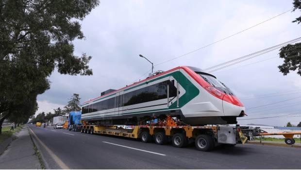 Tren Interurbano México-Toluca, en riesgo; pobladores interfieren