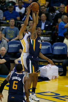 Golden State Warriors guard Shaun Livingston (34) wins the rebound with Utah Jazz guard Alec Burks (10) in the first half as the Utah Jazz face the Golden State Warriors at Oracle Arena in Oakland, Calif., on Monday, April 10, 2017.
