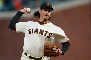 San Francisco Giants pitcher Jeff Samardzija (29) throws a pitch in the first inning as the Arizona Diamondbacks face the San Francisco Giants at AT&T Park in San Francisco, Calif., on Tuesday April 11, 2017.