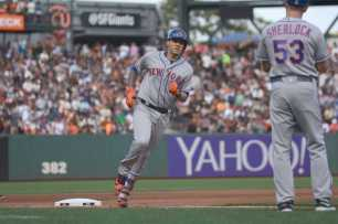 New York Mets third baseman Wilmer Flores (4) rounds third base after hitting a home run in the fourth inning as the New York Mets face the San Francisco Giants at AT&T Park in San Francisco, Calif., on Friday, June 24, 2017.
