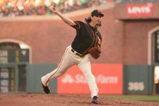 San Francisco Giants pitcher Jeff Samardzija (29) throws a pitch in the second inning as the Miami Marlins face the San Francisco Giants at AT&T Park on Friday, July 8, 2017.