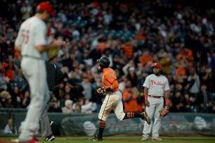 San Francisco Giants right fielder Hunter Pence (8) rounds the bases after a home run in the second inning as the Philadelphia Phillies face the San Francisco Giants at AT&T Park in San Francisco, Calif., on Friday, August 18, 2017.