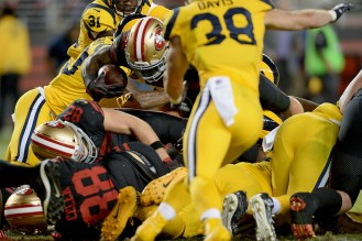San Francisco 49ers' Carlos Hyde (28) stretches for a touchdown as the Los Angeles Rams face the San Francisco 49ers at Levi's Stadium in Santa Clara, Calif., on Thursday, September 21, 2017.