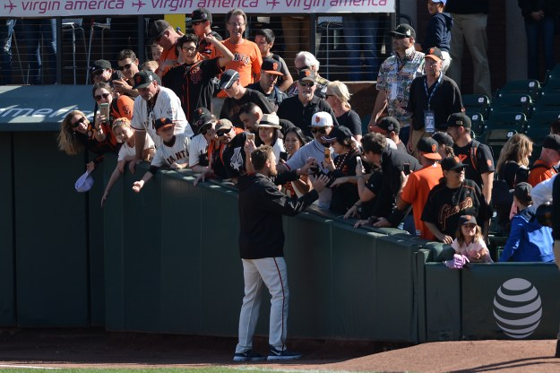 San Francisco Giants right fielder Hunter Pence (8) thanks fans after the San Francisco Giants beat the San Diego Padres 5-4 at AT&T Park in San Francisco, Calif., on Sunday, October 1, 2017.