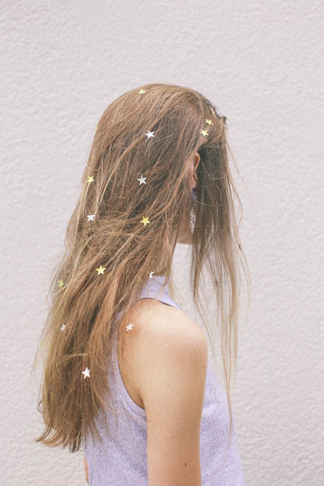 10 Grown Up Ways To Wear Glitter In Your Hair This Holiday