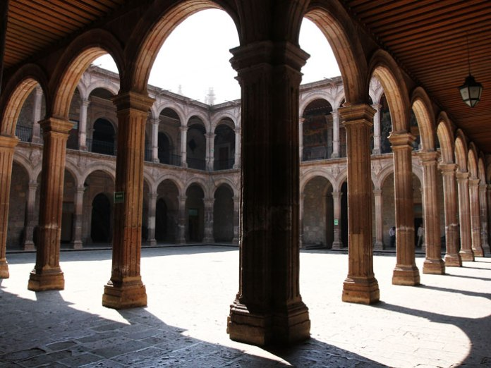 4-admire-the-main-palaces
