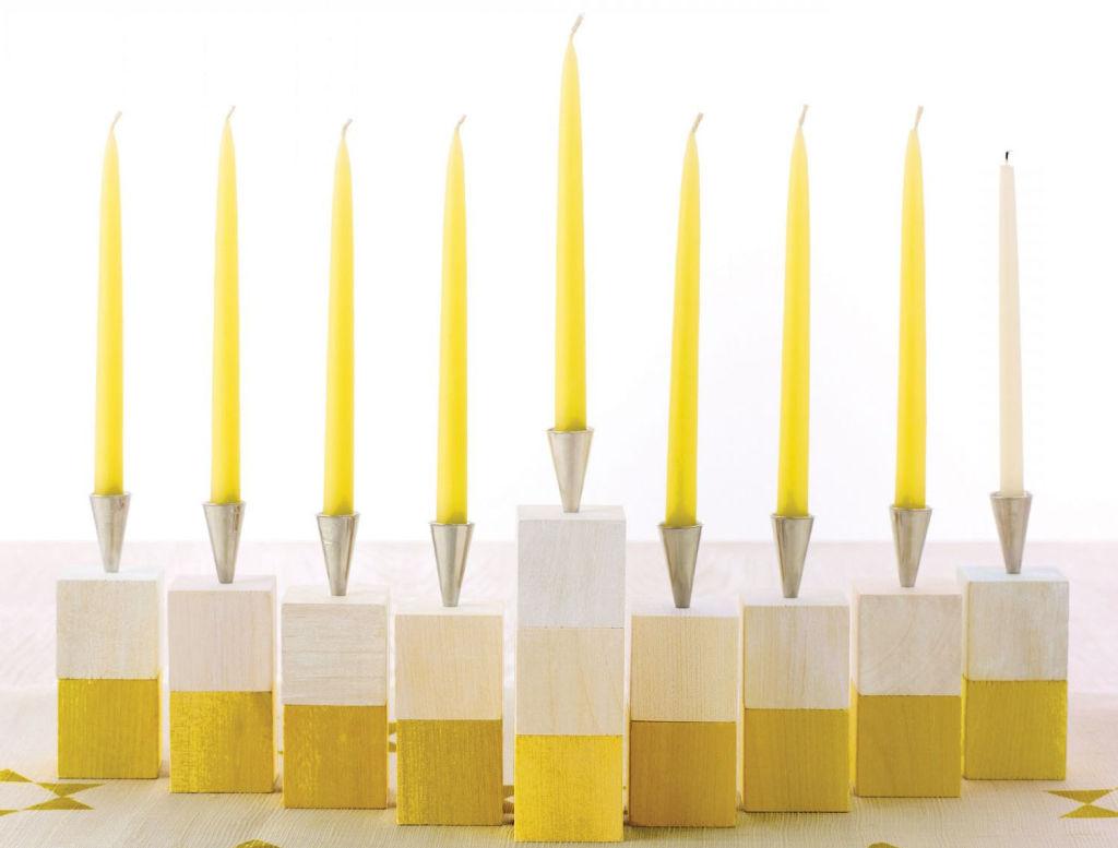 https://i1.wp.com/s3-us-west-2.amazonaws.com/cdn.gananci.com/wp-content/uploads/2015/02/23012453/velas-amarillas-en-pequenos-candelabros-blancos-y-amarillos11.jpg
