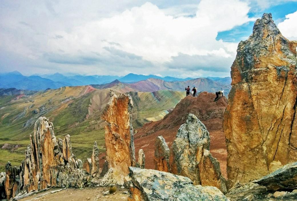 Montanhas coloridas da América do Sul - Bosque de piedras y vista a montanha Palcoyo
