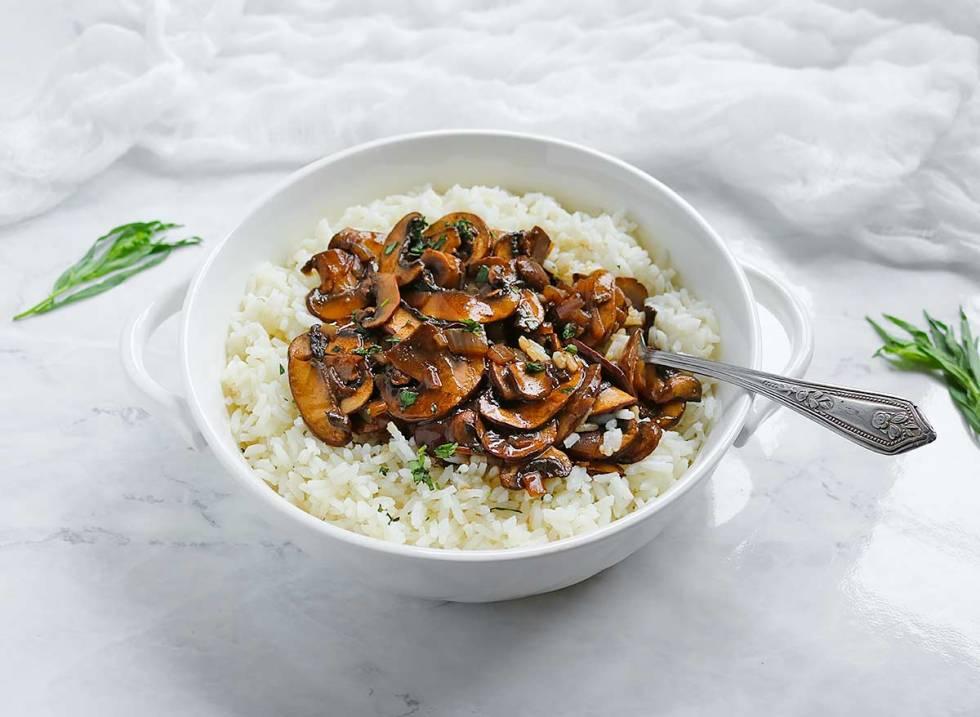 Balsamic Mushrooms with Tarragon Rice from SoupAddict.com