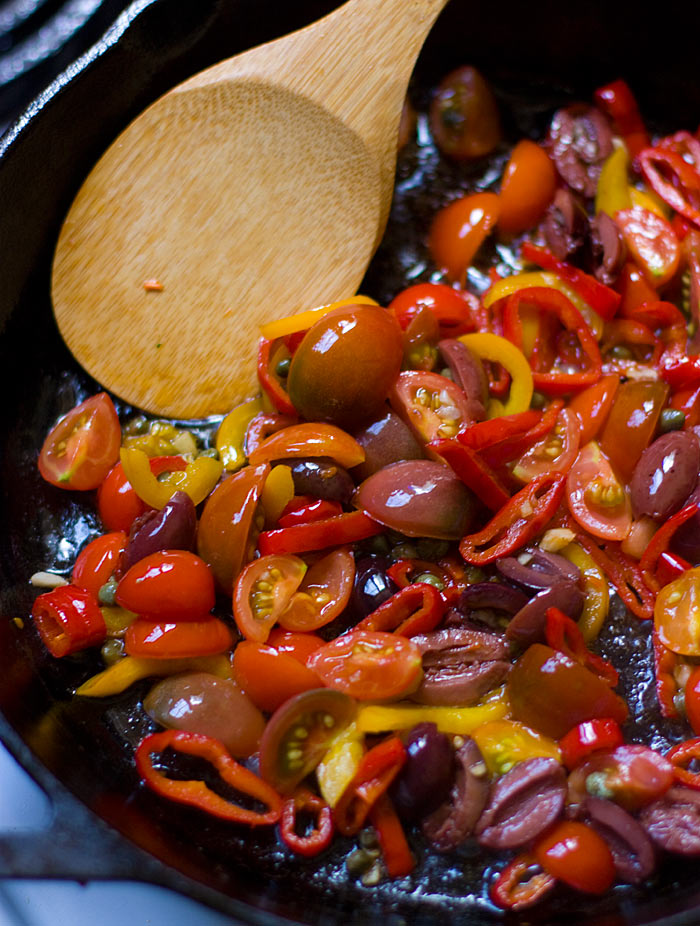 Seared Peppers with Olives and Halloumi from Soupaddict.com