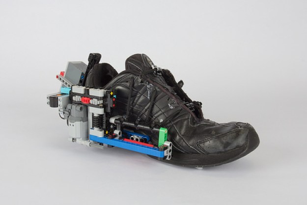 Self-lacing shoe