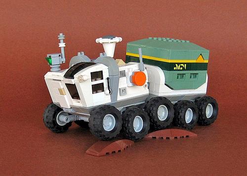 LEGO Wayfinder rover by nnenn