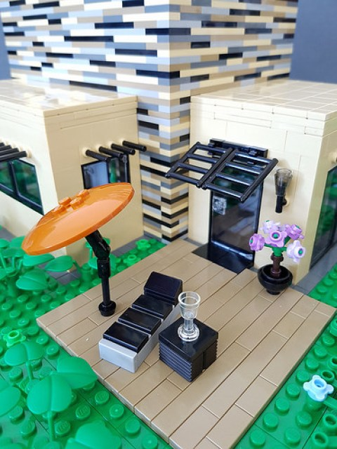 Vanilla House MOC parasol