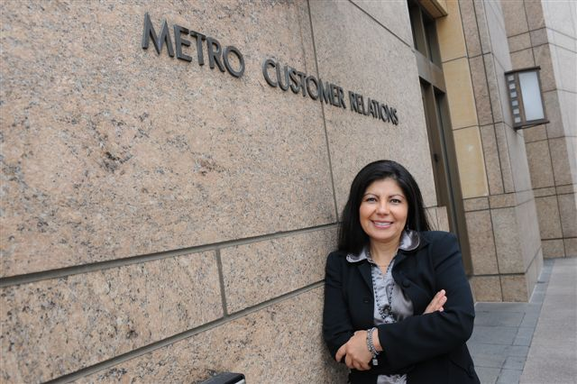 Vilma Hernández a la entrada de Customer Relations. (Foto Juan Ocampo/El Pasajero)
