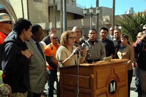 María Elena Durazo durante la rueda de prensa después de que se aprobó el Acuerdo del proyecto de Empleos. (Foto Luis Inzunza/El Pasajero).