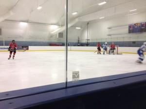 Bantam Hockey en la pista de hielo de Pasadena.