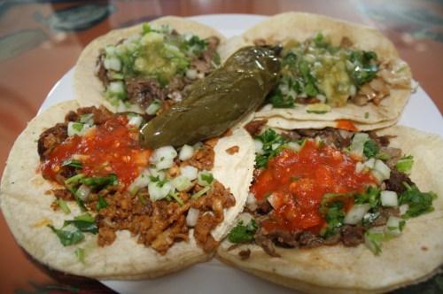 Los tacos son los más solicitados en el restaurante ¡A que tacos Leonor! En el este de Los Ángeles. (Foto Agustín Durán/El Pasajero)
