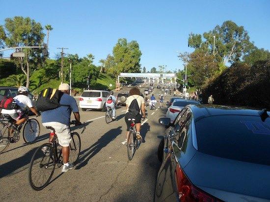 Ciclistas rumbo al juego. Foto: Página oficial de Facebook de Eastside Bike Club.