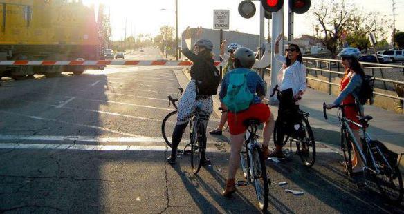 Los recorridos en grupo mejoran la seguridad. Foto: LA Bike Trains.