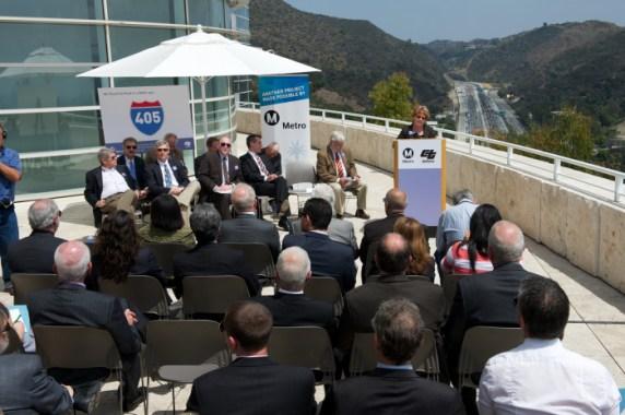La presidenta de la Junta de Metro, Diane DuBois, durante la ceremonia de apertura del nuevo carril. Fotos: Gary Leonard/Metro.