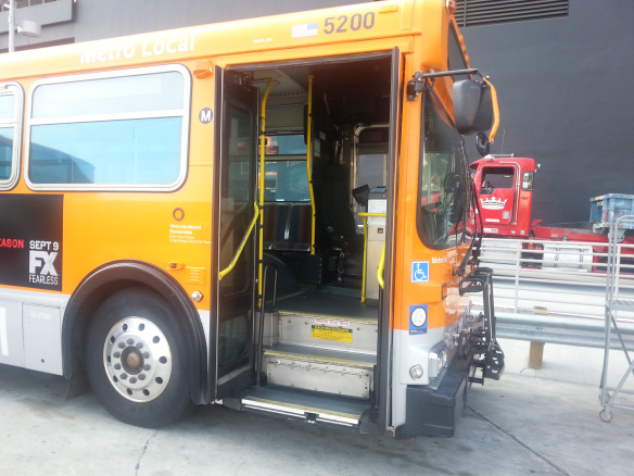 Los autobuses con escalones creaban muchos problemas para los pasajeros discapacitados.