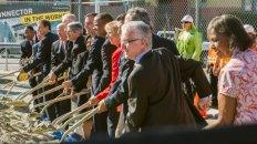 Funcionarios de Metro y del transporte durante la ceremonia de inicio de las obras del Conector Regional. Foto: Steve Hymon/Metro.