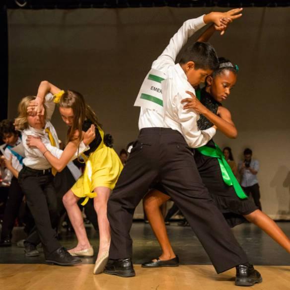 Vean qué bien bailan estos niños. Foto: Cortesía de Dancing Classrooms  LA.