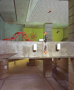 La nueva exhibición del Museo Architecture + Design destaca la carrera de Peter Shire.