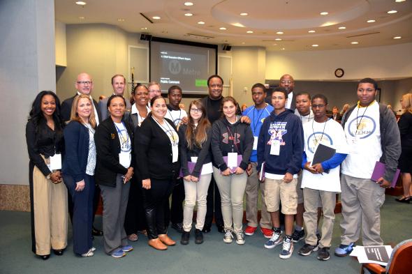 El grupo de estudiantes que visitó Metro es parte del programa YOuth Shadow. Foto: Luis Inzunza/Metro.