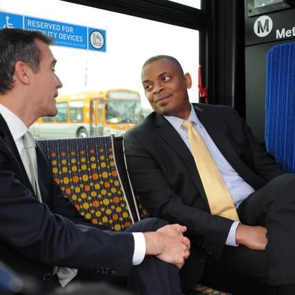 El secretario de Transporte, Anthony Foxx (derecha) con el alcalde de L.A., Eric Garcetti. Fotos: Juan Ocampo.