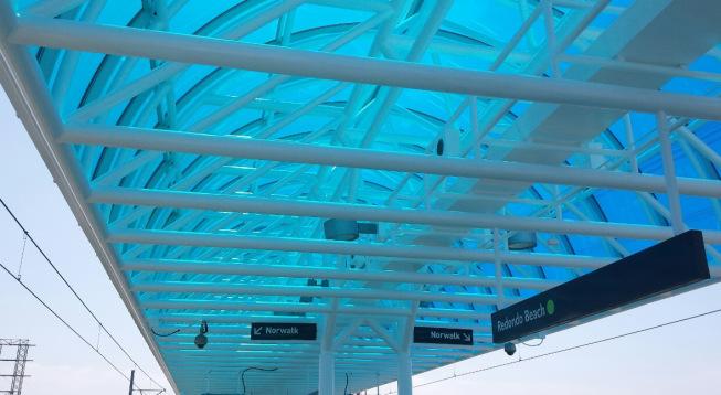 Reemplazo del pabellón en la estación Redondo Beach.