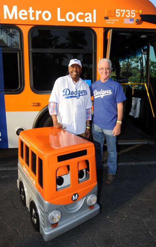 El director general ejecutivo de Metro, Phil Washington y Paul Krekorian.
