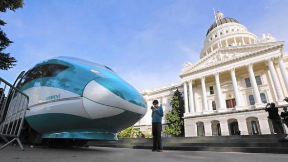 Modelo a escala del tren bala en Sacramento. Foto: AP.