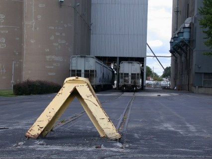 Bumping post at the Froedtert Malt complex, West Milwaukee, Wisconsin. Both images via MKE_rail scenes/Flickr CC.