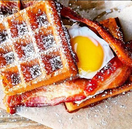 Waffles at Mama's
