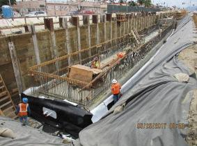 Removing formwork at the Hyde Park Station.