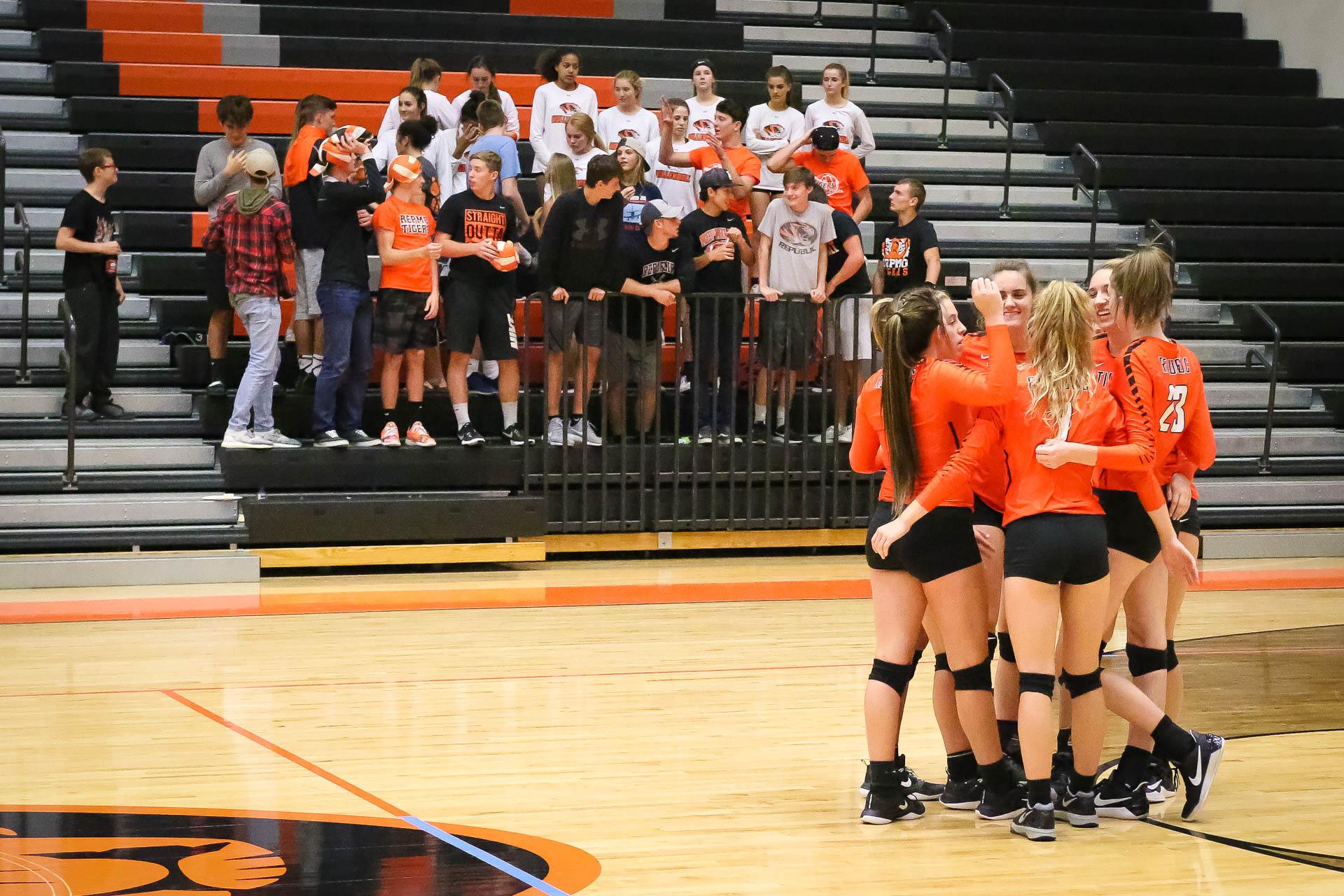 Photos:  Volleyball Varsity vs Carl Junction