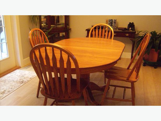 Solid Oak Dining Room Table & Chairs Qualicum, Nanaimo