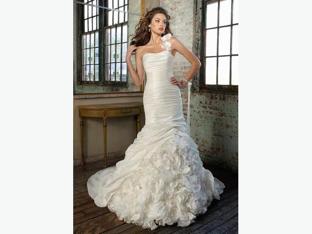 *BRAND NEW* Mermaid Style Wedding Dress Saanich, Victoria