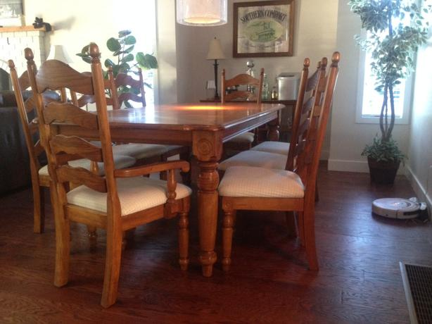 Traditional Solid Oak Dining Room Table W/leaf And 8