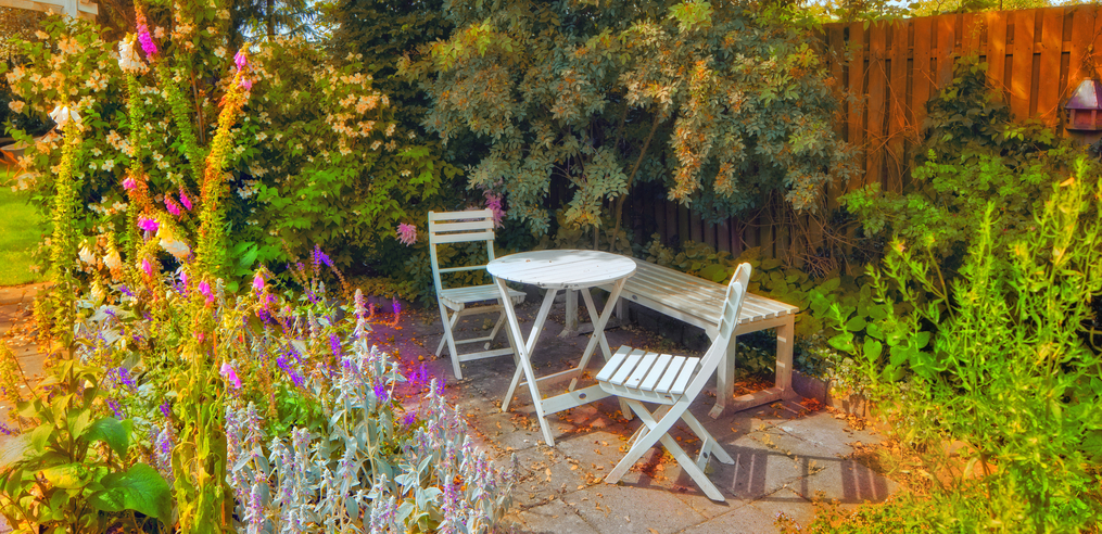 29 Serene Garden Patio Ideas and Designs (Picture Gallery) on Square Patio Designs id=46359
