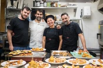 Igor Rodriguez Y Su Equipo De Cocina, Santiago , Rita Y Daniel © La Siesta Press / J. Fernández Ortega