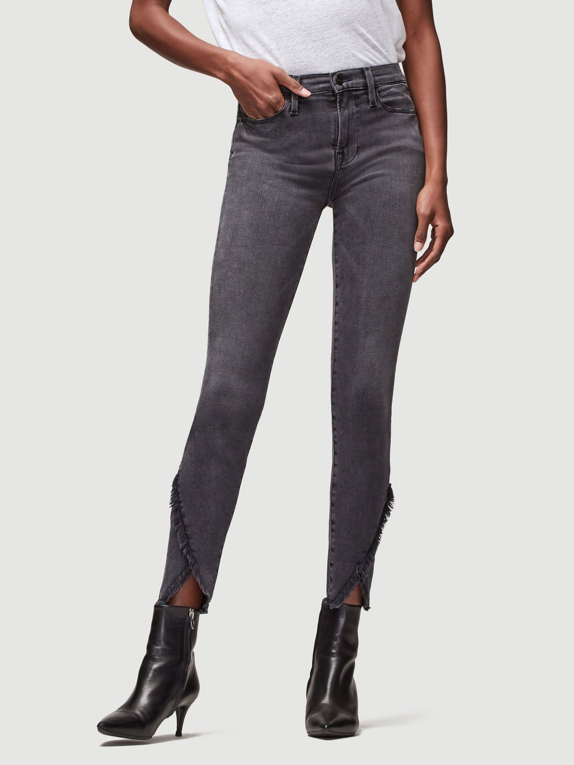 Frame Le High Skinny Asymmetrical Raw Triangle Hem. Classic 70s Inspired High-Rise Jean With A Contemporary Skinny Silhouette In A Charcoal Wash