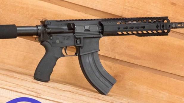 El atacante usó un fusil AR-15, uno de los más populares entre los entusiastas de las armas en EEUU