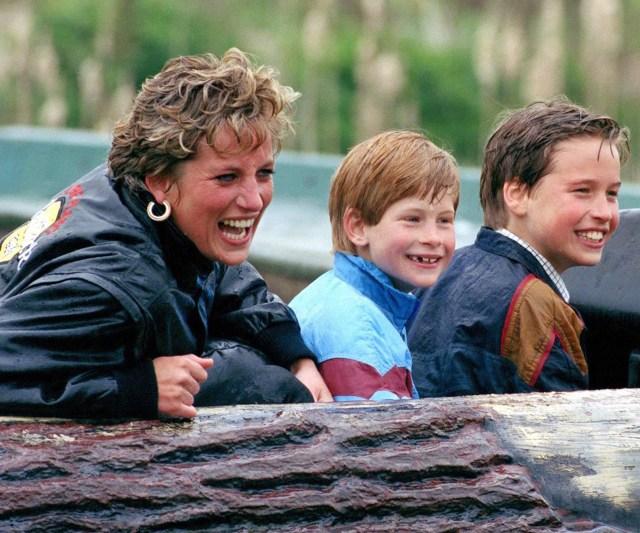 La princesa Diana junto a sus hijos, Harry y William